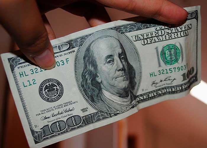 Доллар старого образца в Танзании