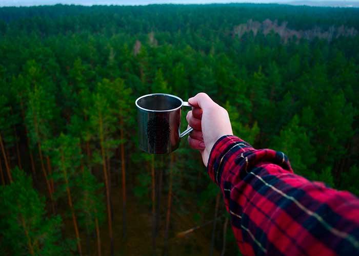 Чаепитие на природе в горах Африки