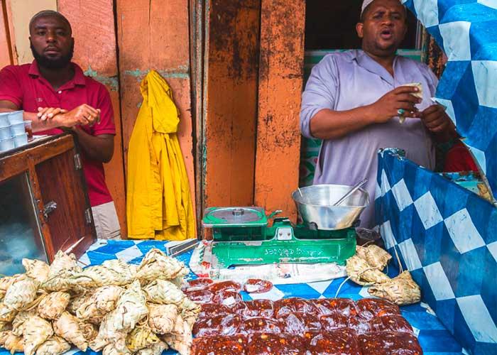 Местные торговцы на рынках Занзибара